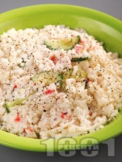 Задушен ориз със заквасена сметана и рулца от раци - снимка на рецептата